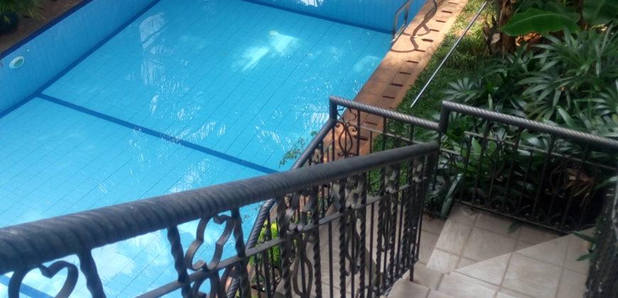 Rumah mewah 3lt di Pondok Pinang dengan kolam renang