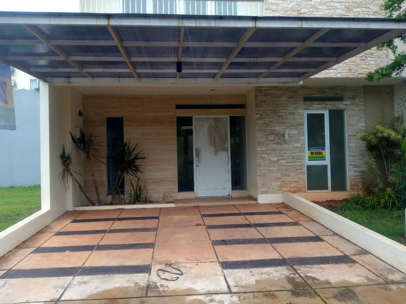 HOUSE FOR SALE : PARADISE RESORT CIPUTAT 4+1BR. Dekat stasiun & (coming soon)MRT Ciputat